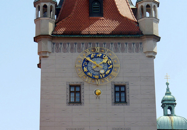 Altes Rathaus Turm (Old Town Hall Tower) - with the Medieval zodiac signs on the clock dial and the corresponding sun-arm (late May) - Munich