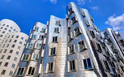 Dusseldorf Gehry Silver (3)