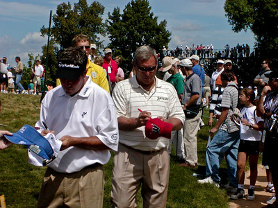 ?? and Fuzzy Zoeller signing autographs