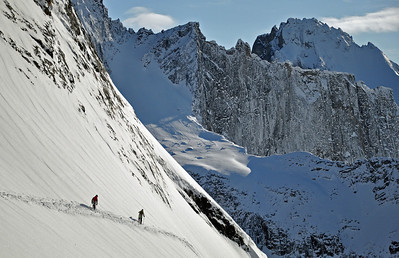 Skiers enjoy steep slopes and perfect snow, Tombstone Territorial Park