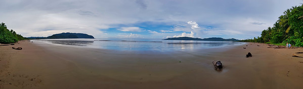 Panoramic view of a large beach and open bay
