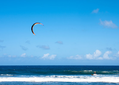 Kitesurfing at Waipio Beach