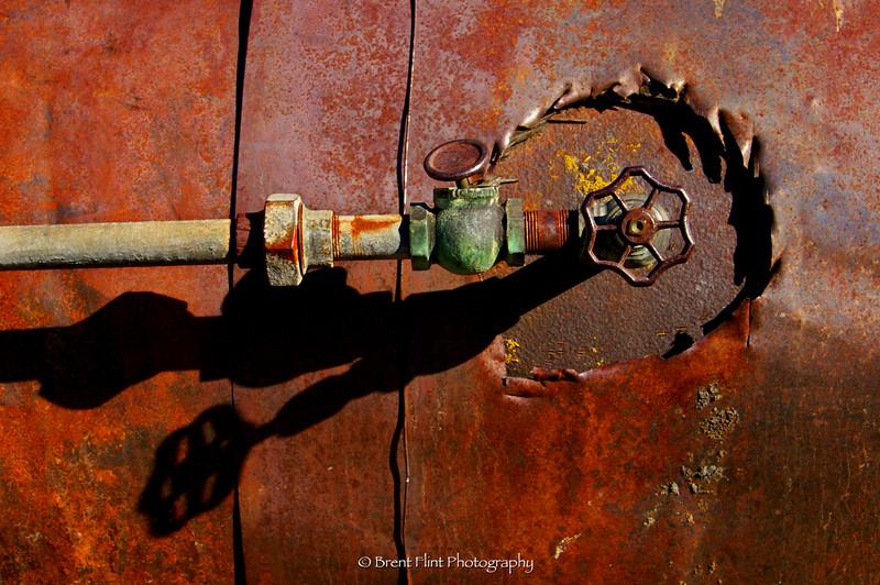 DF.321 - valve on old steam engine tractor, Old Molsen Ghost Town Museum, Molsen, WA.