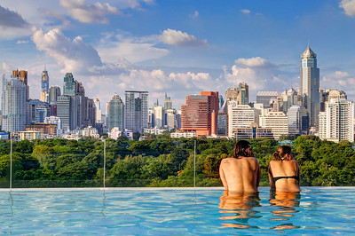Infinity Edge Pool over Bangkok Skyline (2)