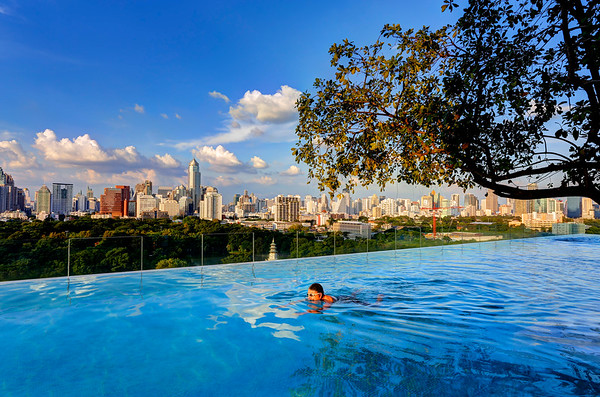Infinity Edge Pool over Bangkok Skyline (3)