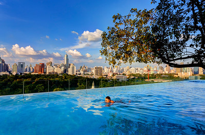 Infinity Edge Pool over Bangkok Skyline (3)