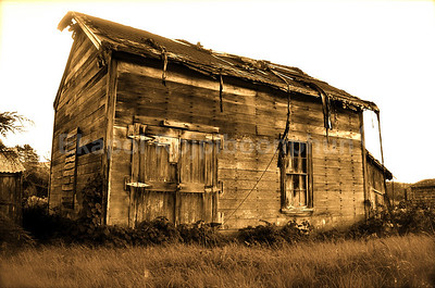 This place caught my eyes every time I had a chance going for a drive around the area. Finally I photographed it. Lovely looking place. I wonder how it looks like inside.  Near Half Moon Bay, California. March 2008.