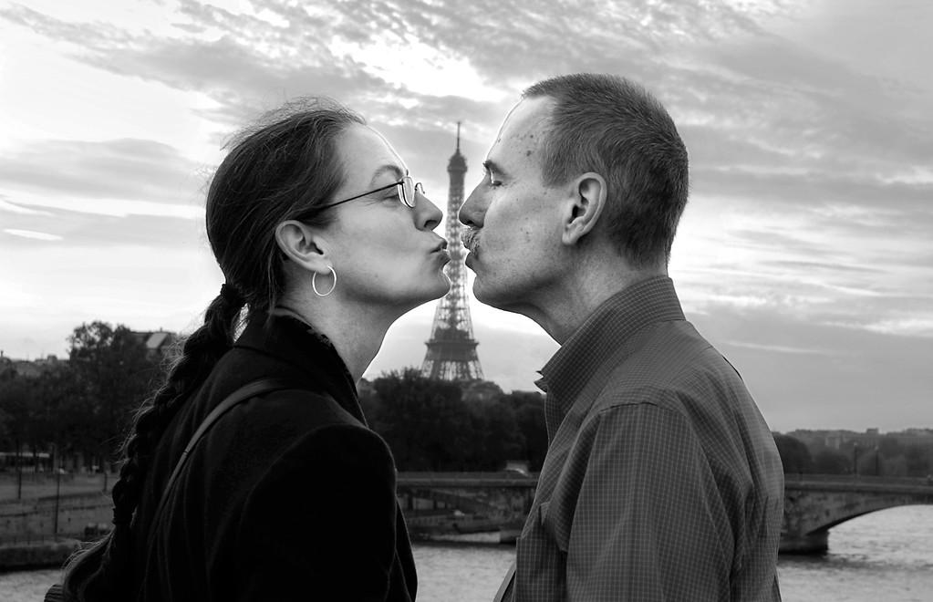 The Eiffel Kiss