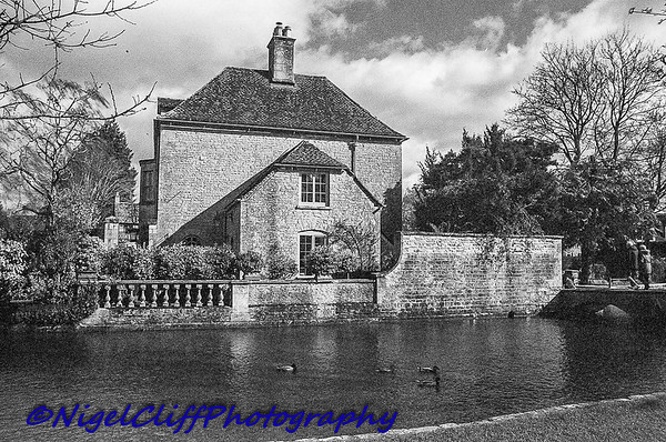 Bourton On The Water Canon A1 Tamron 28mm f2 5 KGold 400 09 03 201900007