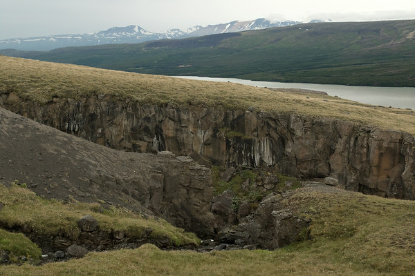 Hengifossgljúfur (gorge) -  Fljótsdalur (Large River Valley) - glacial lake of Lögurinn - Hallormsstaðaskógur (forest), the largest national forest  in Iceland - Sandfell (mountain) at Hádegishnúkur (peak) - with distal the Höttur (mountain).