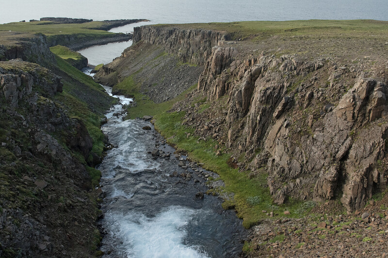 Gljúfursá (river) - flowing into Árvík (cove), along the Drangsnes (peninsula) - Vopnafjörður (fjord).