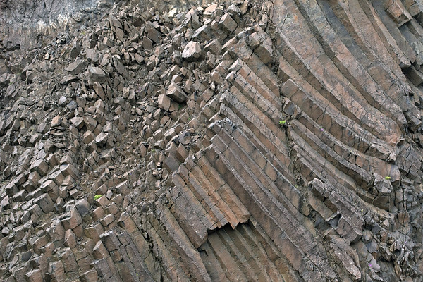 Polygonal columnar jointing (having numerous straight line segments) - composed of basalt, a mafic extrusive igneous rock.