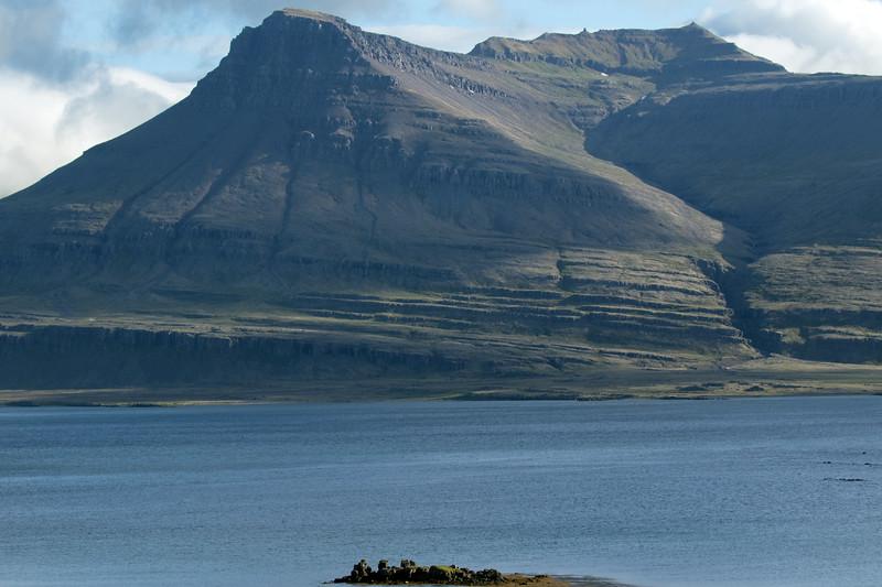 Skaflavíkurtangi (point), along the Breiðdalsfjörður (Wide Valley Fjord) - beyond to the Goðaborg, with its ridge following up the Stuttidalur (valley) to the Sátur (peak).