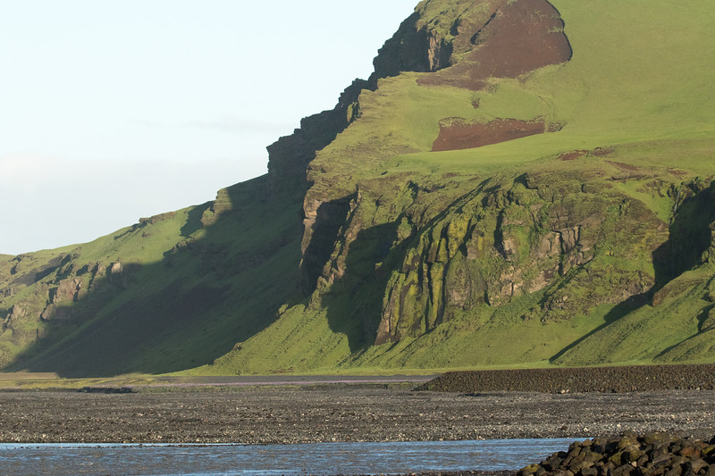 Early morning sunlight and shadows across the slopes of the Höfðabrekkuháls (cliffs) - with below the Múlakvísl (river).