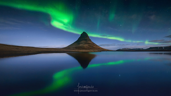Kirkjufell Green Reflection