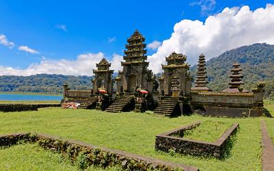 Pura Ulan Danu Tamblingan, Bali, Indonesia