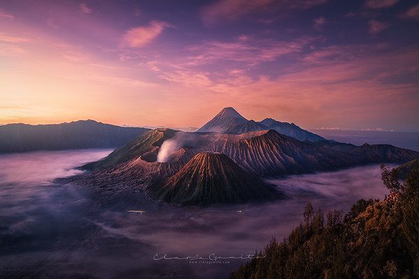 39/52 - Sunrise at Bromo