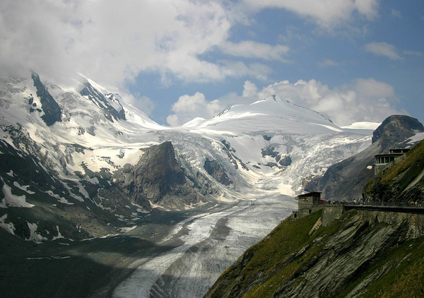 Kaiser-Franz-Josefs-Hohe (visitor center) - Mittlerer Burgstall (directly beyond) - up the Pasterze Glacier, from the shaded slope of the Grossglocker (in the clouds) - past the Kline Burgstall - to Johannisberg - Hohe Tauern National Park