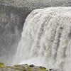 Dettifoss est une chute d'eau de 44 m de hauteur, située sur le cours du fleuve Jökulsá á Fjöllum<br /> On dit d'elle que c'est la plus puissante d'Europe, avec un débit d'environ 200 m3/s pour une hauteur de 44 mètres