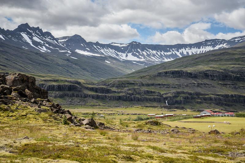Les montagnes des fjords de l'Est,