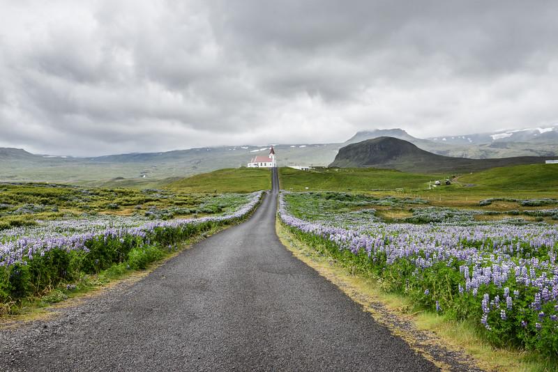 Sur la route menant à Hellnar, l'orage menace.