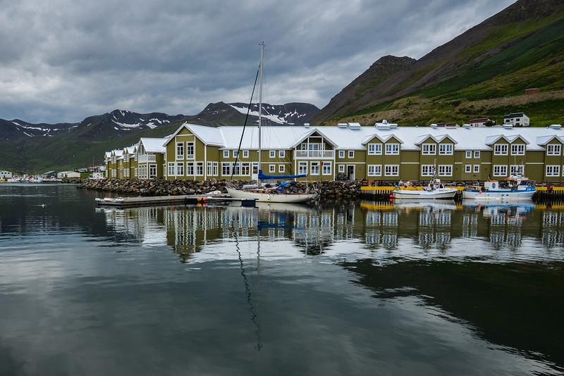 Siglufjörður est une localité islandaise de la municipalité de Fjallabyggð située au nord de l'île, dans la région de Norðurland eystra.<br /> Une lumière absolument incroyable...