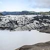 Le glacier Solheimajokull<br /> <br /> Une autre curiosité naturelle assez typique de l'Islande, un glacier au nom encore une fois difficilement prononçable, Solheimajokull.<br /> Lla glace, recouverte de couches de cendres et de gravier donne à ce paysage une étonnante beauté.