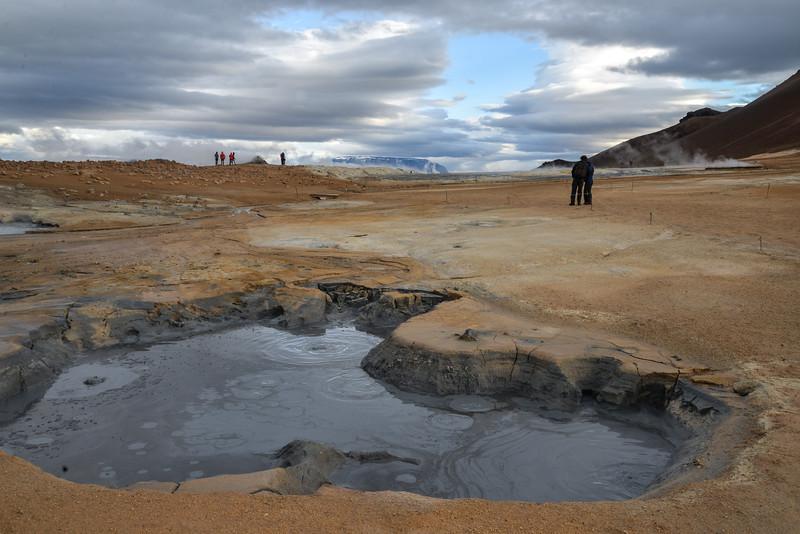 Les portes de l'Enfer ? Hverir, un champ volcanique hallucinant où se concentre une accumulation de phénomènes géothermiques. Ça bouillonne et ça fume de partout ! Et le tout est encerclé d'un désert digne du far west américain.