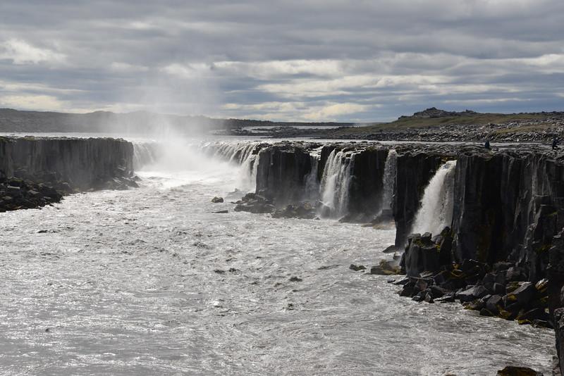Selfoss est un complexes de chutes d'eau en Islande, situé au nord de l'Islande, dans le canyon de la Jökulsá á Fjöllum, en amont de la chute Dettifoss.