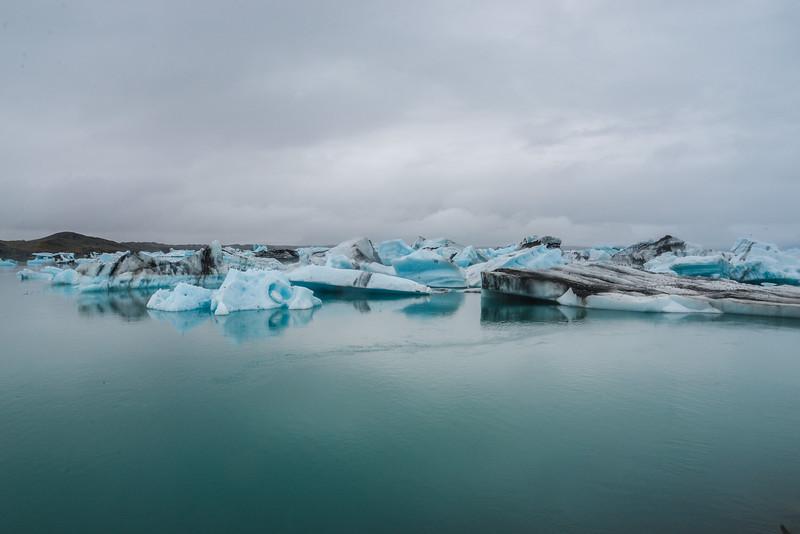 La Jökulsárlón, toponyme islandais signifiant littéralement en français « lagune du glacier », est le plus connu et le plus grand des lacs proglaciaires en Islande. Il se trouve au sud du glacier Vatnajökull entre le parc national du Vatnajökull et la ville de Höfn. Apparu entre 1934 et 1935, sa superficie est d'environ 18 km2 actuellement. Sa profondeur maximale de 260 mètres lui donne la première place entre les lacs les plus profonds du pays