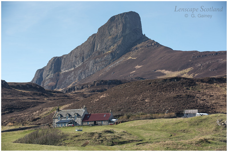 Galmisdale farmhouse and An Sgurr (1)