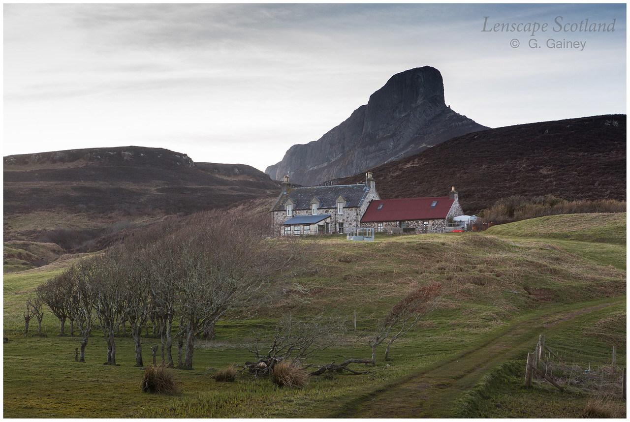Galmisdale farmhouse and An Sgurr (3)