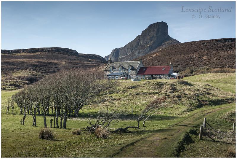 Galmisdale farmhouse and An Sgurr (2)