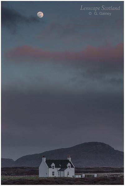 Full moon over Beinn Ruigh Choinnich, Lochboisdale