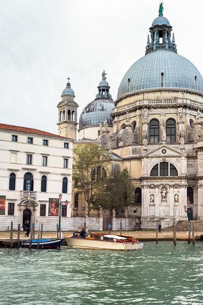Approaching Basilica di Santa Maria della Salute