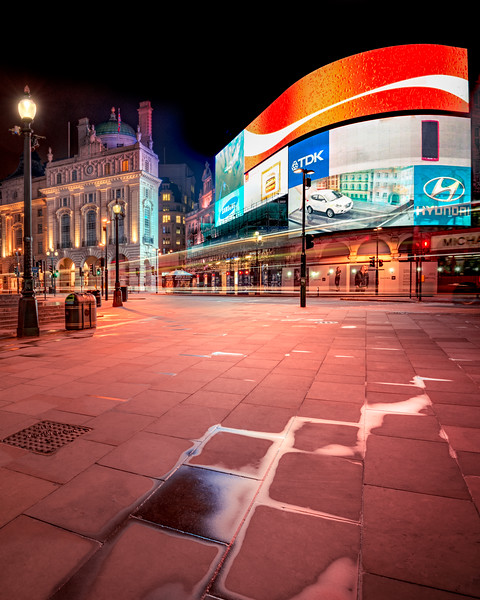 UK - Deserted Piccadilly Circus