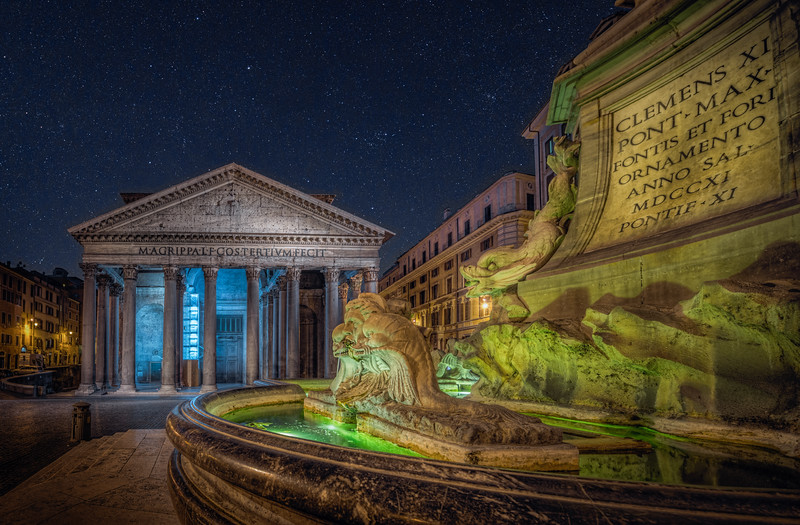 Night time at the old Pantheon