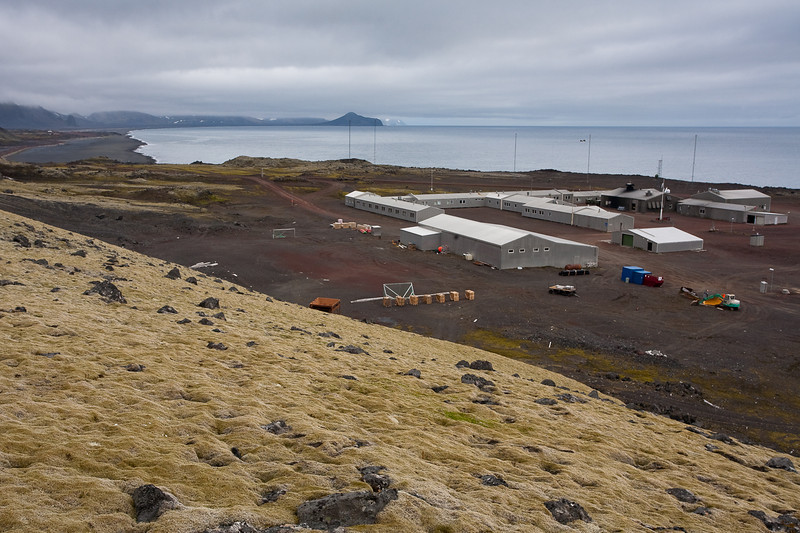 The norwegian base at Jan Mayen is home to 18 people.