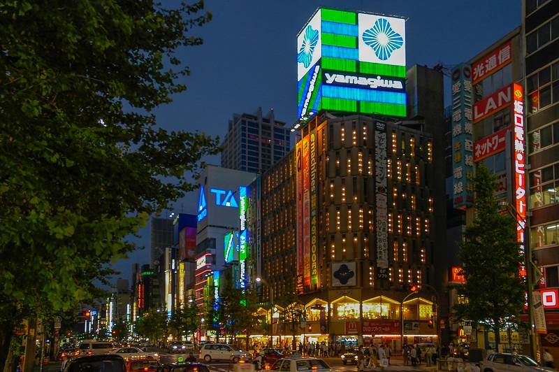 (Akihabara, Tokyo, JP - 08/06/04, 5:59:30 PM)
