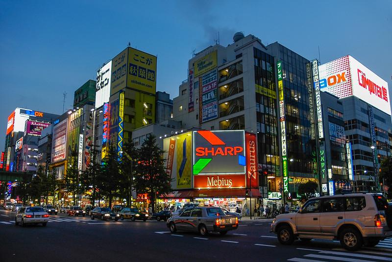 (Akihabara, Tokyo, JP - 08/06/04, 5:44:32 PM)