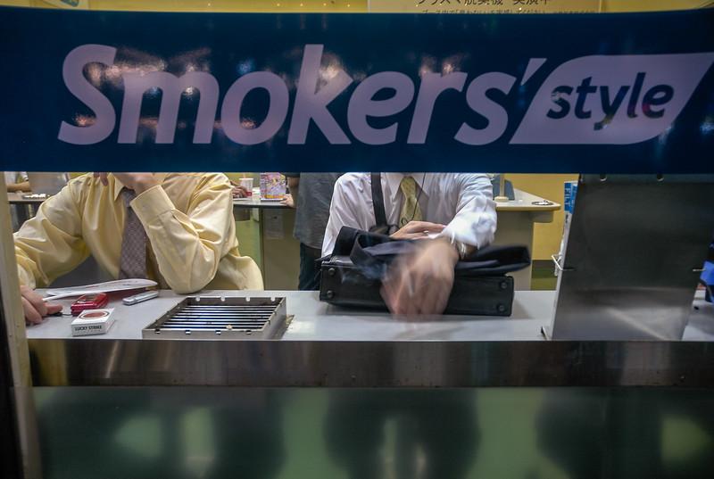 Akihabara district smoking station. (Akihabara, Tokyo, JP - 08/06/04, 6:03:43 PM)