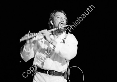 01-Jethro Tull-Boston Garden-10-26-80