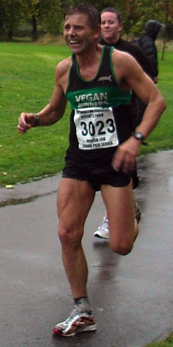 Dave Arnold from Vegan Runners (UK) showing the pain in 2008 during a 10 km race.