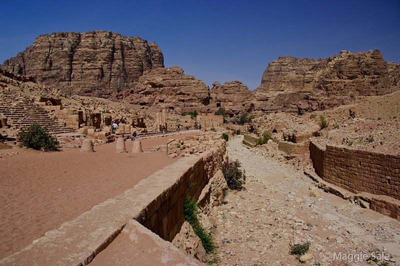 Petra - road and water system