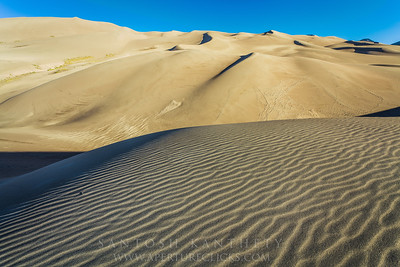 Wind tracks on sand dunes