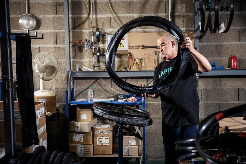 Ahmed / Montage pneus