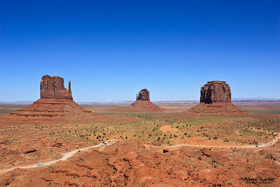 Monument Valley - The Mittens and the Merrick butte (USA)