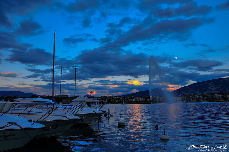 Sunset in Lake Geneva with Jet d'Eau, Geneva - Switzerland
