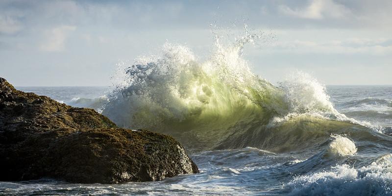 Waves along Oregon coast
