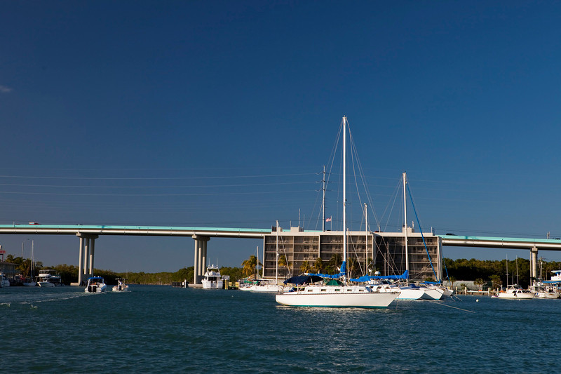 The new Jewfish Creek Bridge from Miami (l) to Key Largo (r).